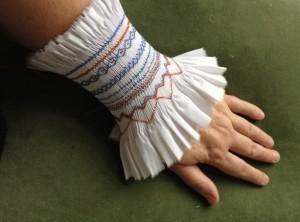 mof, manchet of armband, een nieuwe toepassing voor smokwerk.