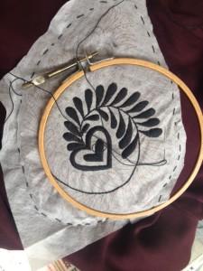 jas - bezig met het borduren