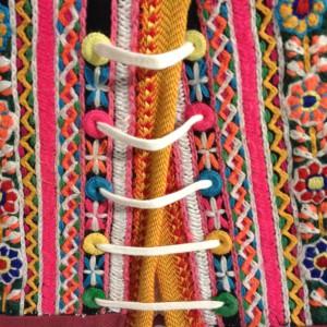 Marker middeltje - wol op wol geborduurd