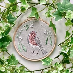 Roodborstje met mistletoe van Ann Orchard Needlework.