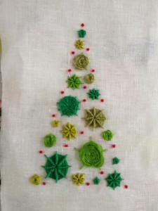 Kerstboom met spinnenwebsteken en Franse knoopjes