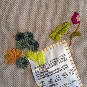 Gekregen draadje van handgesponnen wol met zijde in een fluoriserend kleurtje.