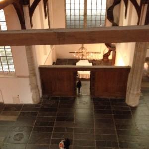 Uitzicht op het borduurdoek vanuit de lift in de Oude Kerk